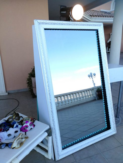 Photobooth-miroir-magic-exterieur-borne-photo